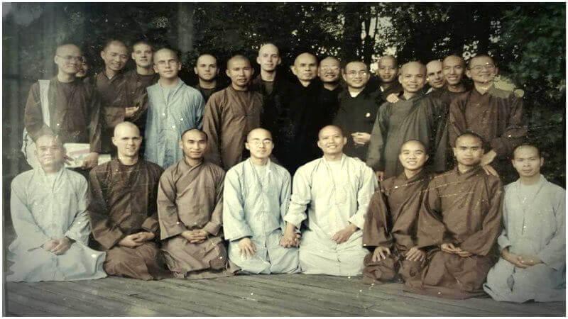 Les premiers monastics ordonnés et formés par le maître Zen, Thich Nhat Hanh (Village des Pruniers, 1991-1997)
